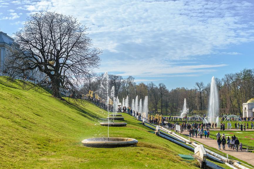 Начало туристического сезона в Петергофе