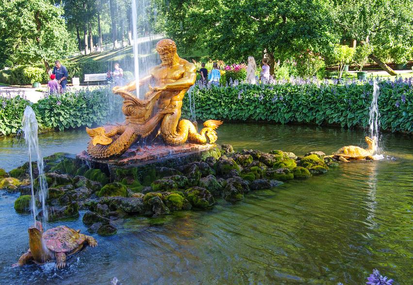 """Фонтан """"Тритон"""" в Нижнем парке Петергофа"""