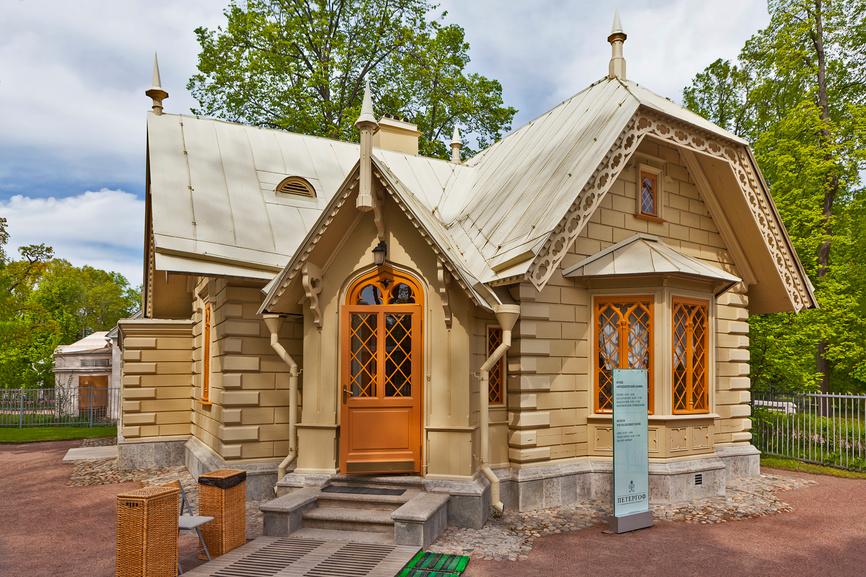 Фельдъегерский домик в парке Александрия