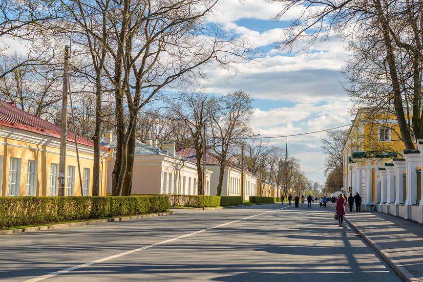 Музейный двор со стороны Правленской улицы
